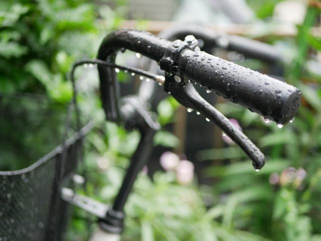 雨の日の自転車グッズで不快な通勤とおさらば出来る!