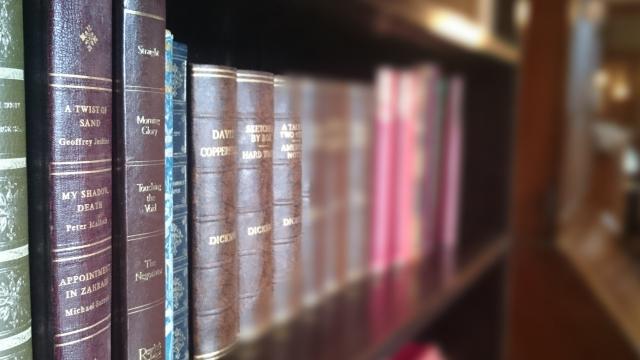 百科事典の処分は捨てるだけじゃない!売れる可能性もあります