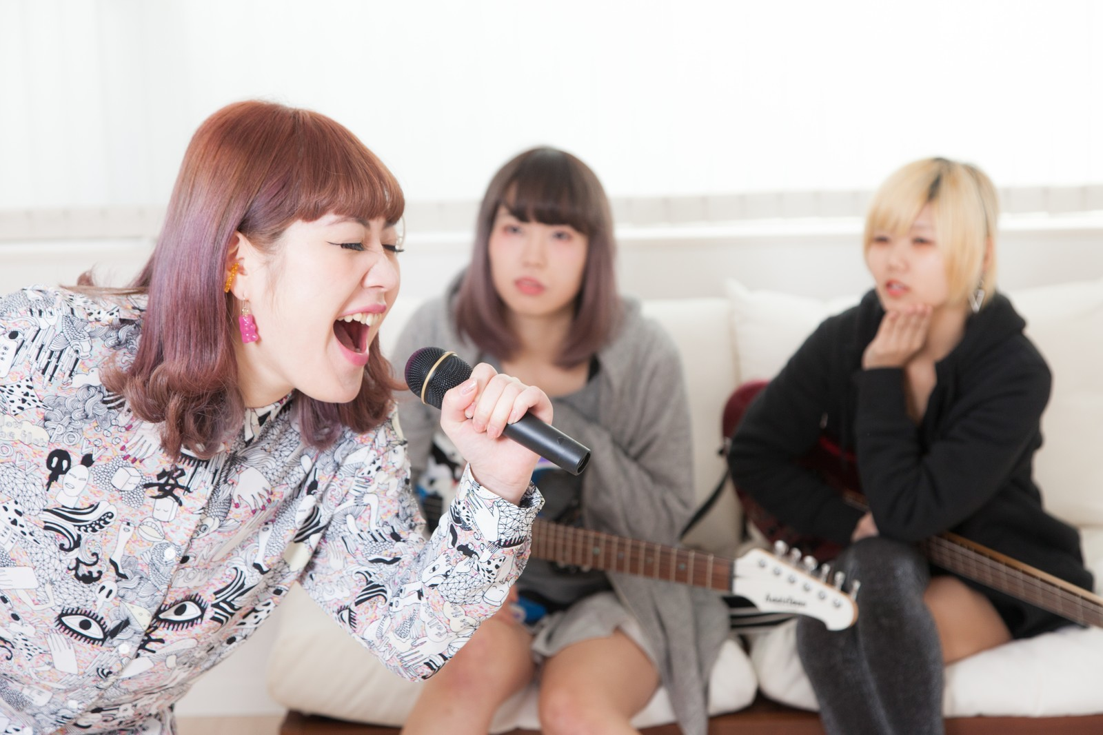 歌って気持ち良い!カラオケで鉄板の盛り上がる曲15選