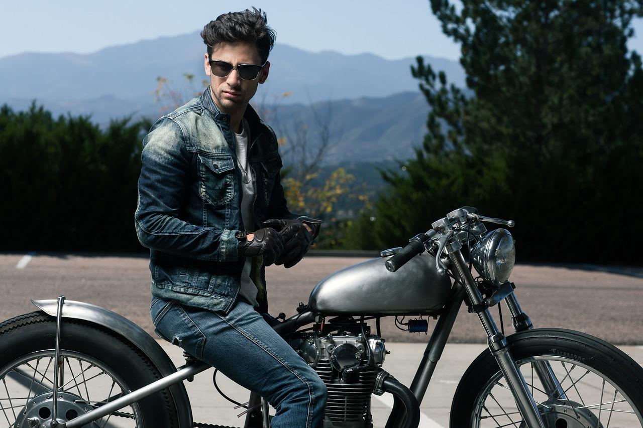 冬にバイクに乗るなら必須アイテム!?電熱ソックスは自作できる!