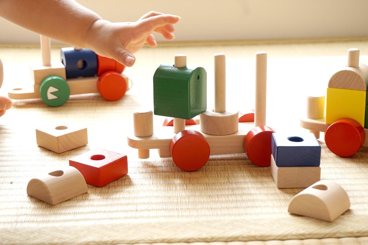 おもちゃに積み木とブロックどっちが良い?それぞれのメリットとは