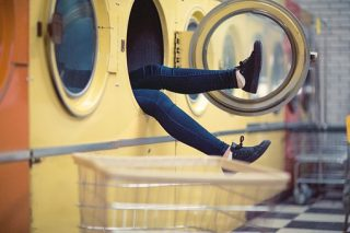 毛布を洗濯すると必ず脱水が止まる!?どうにかする方法はある?