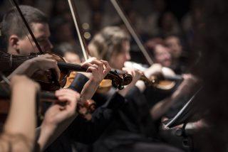 実はユルかった!?クラシックコンサートの正しい正装とは?